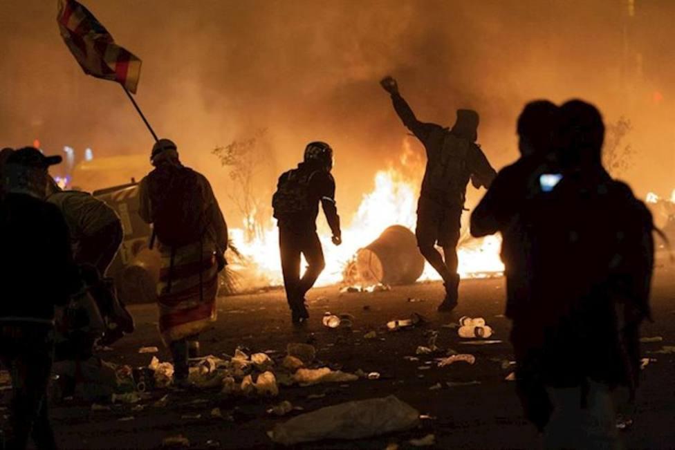 Imagen de los disturbios en la Plaza Urquinaona que reinvindica el nuevo grupo