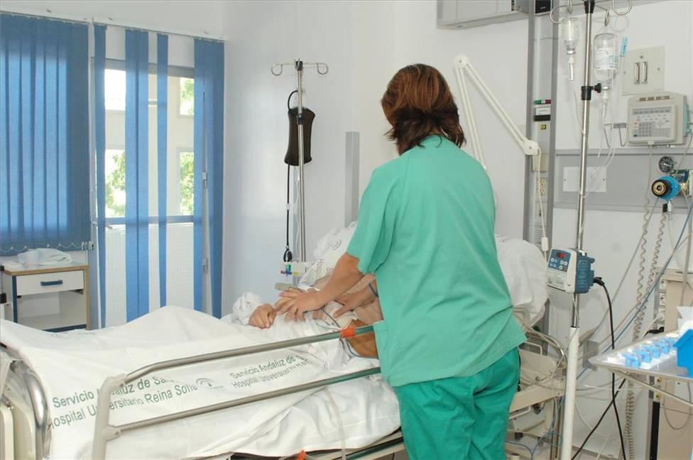 Enfermera en la unidad de cuidados paliativos. Foto: El Periódico Extremadura