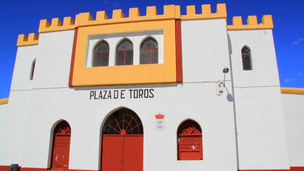 Fachada de la plaza de toros de Herrera de Pisuerga (Palencia)