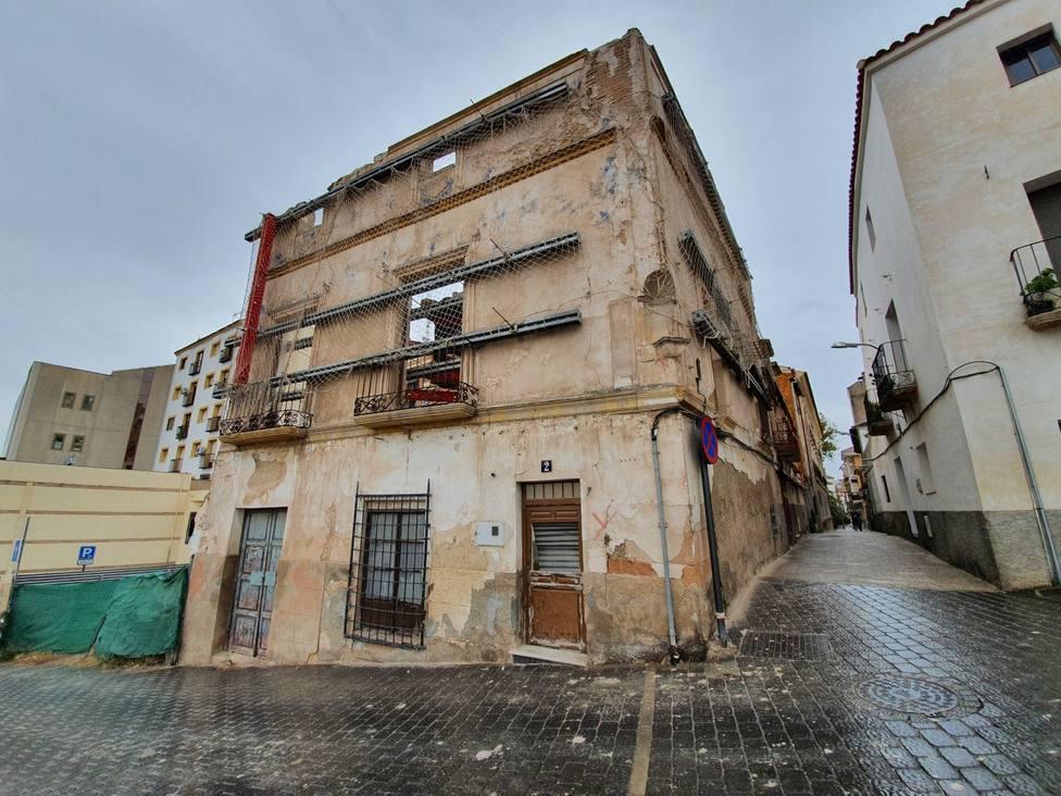 El Ayuntamiento procederá al saneamiento de varias fachadas y a la limpieza de solares