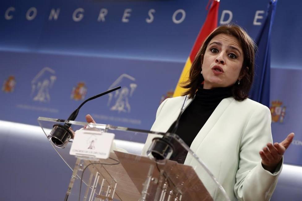 La portavoz del PSOE, Adriana Lastra, durante la rueda de prensa que ha ofrecido este martes en del Congreso