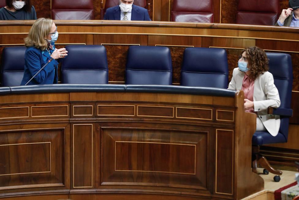 Bruselas da a España el visto bueno a los presupuestos, pero advierte por la deuda