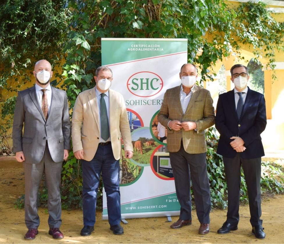 Cajasur y Sohiscert firman un acuerdo para impulsar la competitividad del sector agrario empresarial