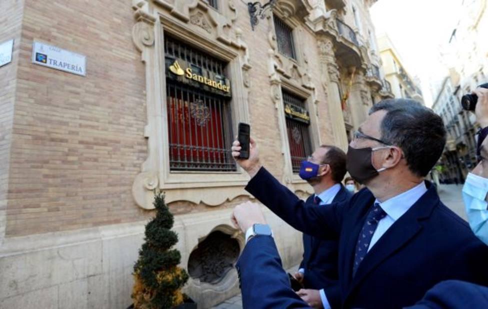 Las primeras placas inteligentes de Murcia ofrecen información en 33 idiomas