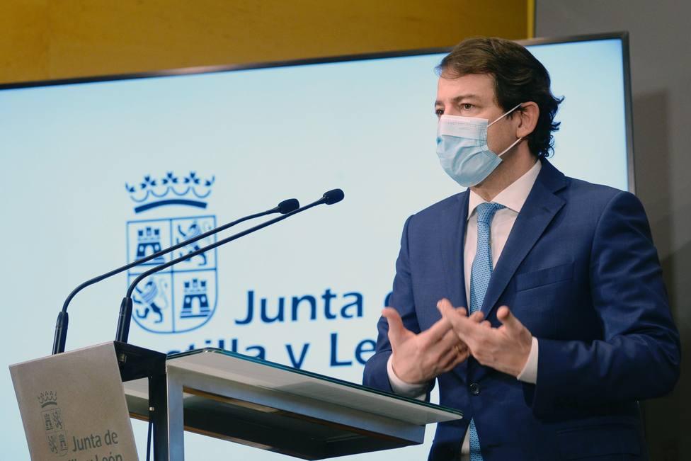 Mañueco se muestra a favor de hacer obligatorias las mascarillas FFP2