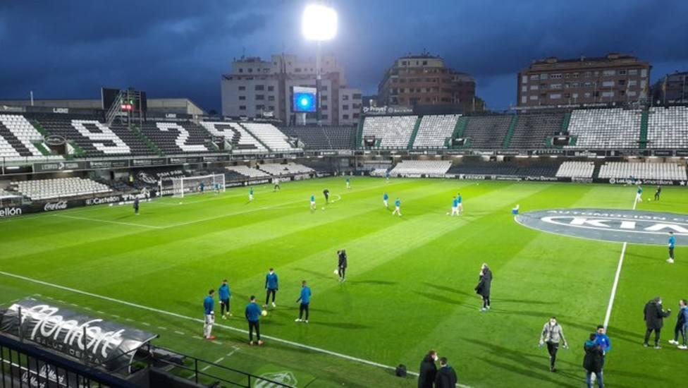 El Real Oviedo juega en Castalia con el sonido en directo de COPE Asturias