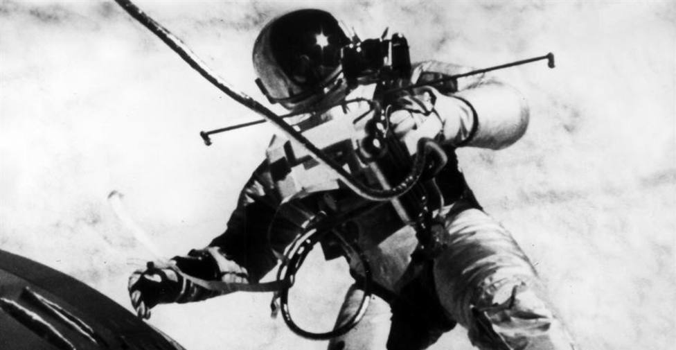 Una imagen de un astronauta en el espacio