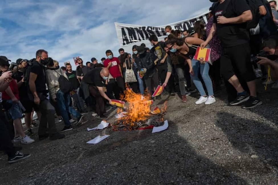 Unas 500 personas se manifiestan por Pablo Hasél en Lleida a los tres meses de entrar en prisión