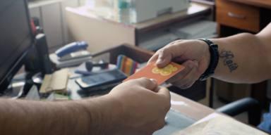 ctv-s8p-foto-entrega-tarjeta-a-beneficiario