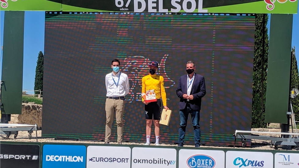 Ethan Hayter, en el podio de la Vuelta a Andalucía tras la segunda etapa