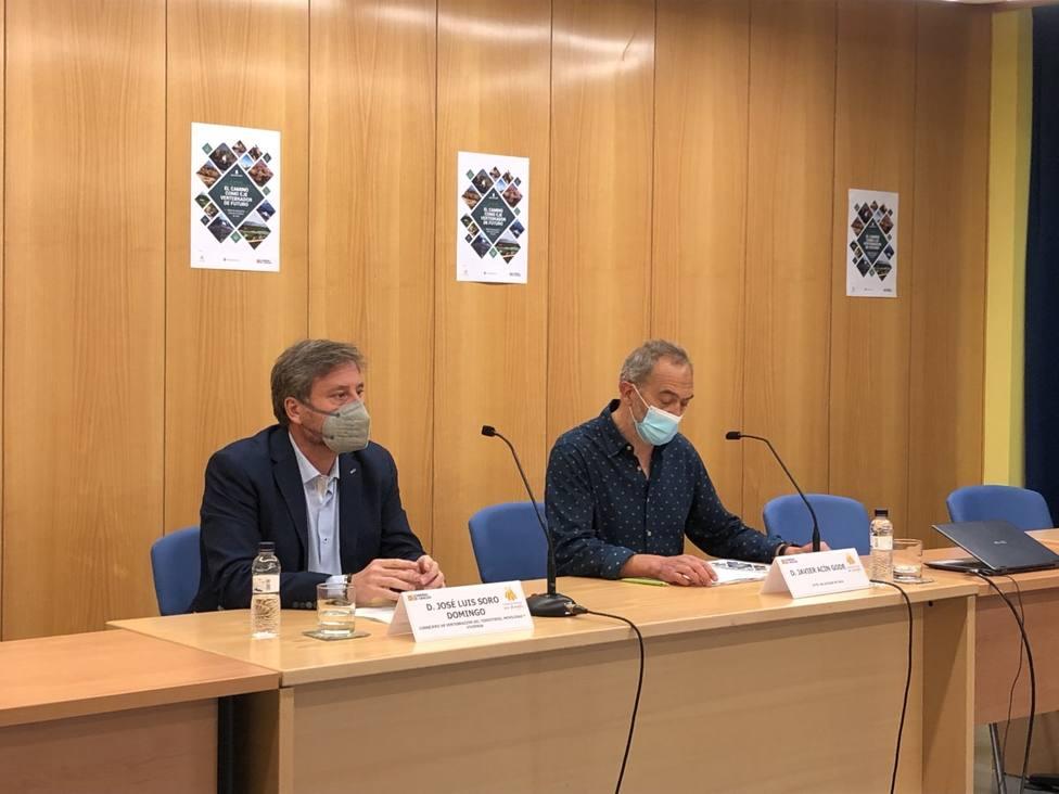 José Luís Soro y Javier Acín en la Casa de la Cultura de Jaca
