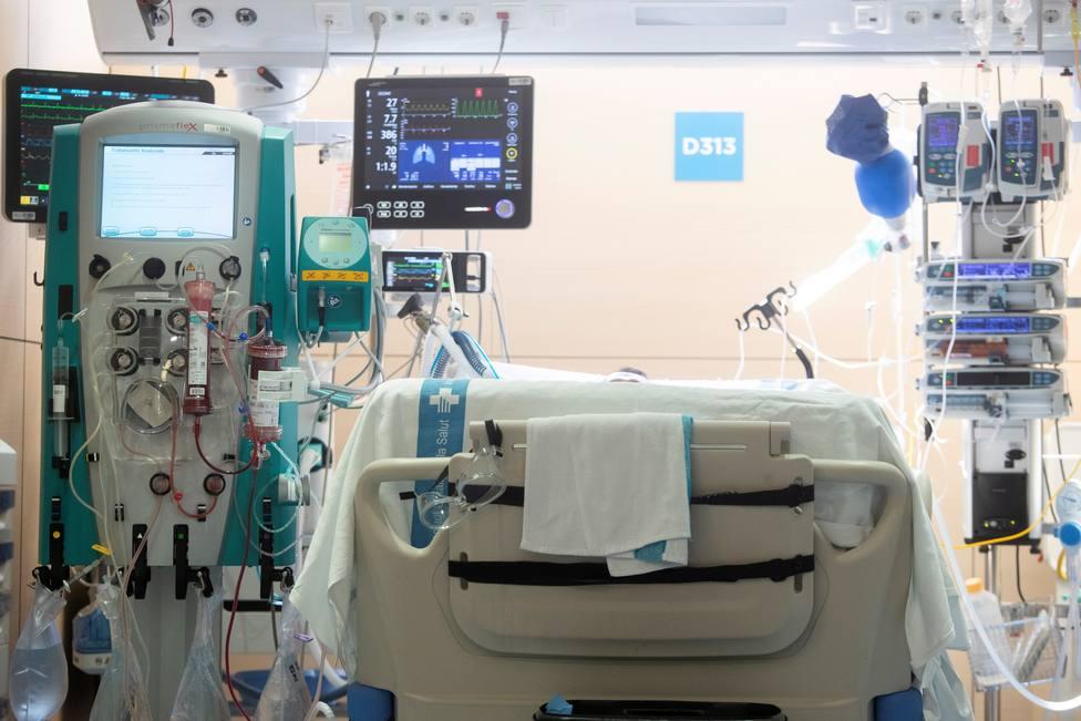 La quinta ola remite ligeramente: se estabiliza el número de contagios pero aumenta la presión hospitalaria