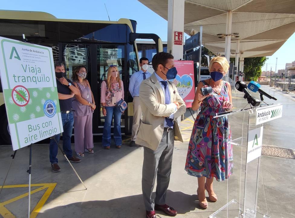 Instalan purificadores de aire en la flota de autobuses de Almería para la eliminación de virus y gérmenes