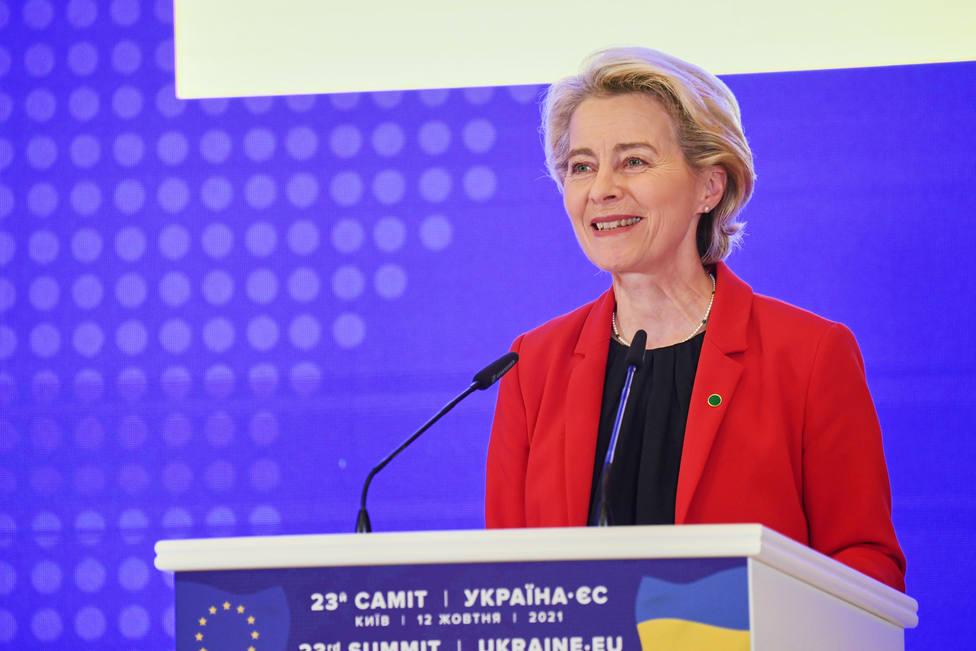 Bruselas propone reducir un 80 % los controles de bienes entre Gran Bretaña e Irlanda