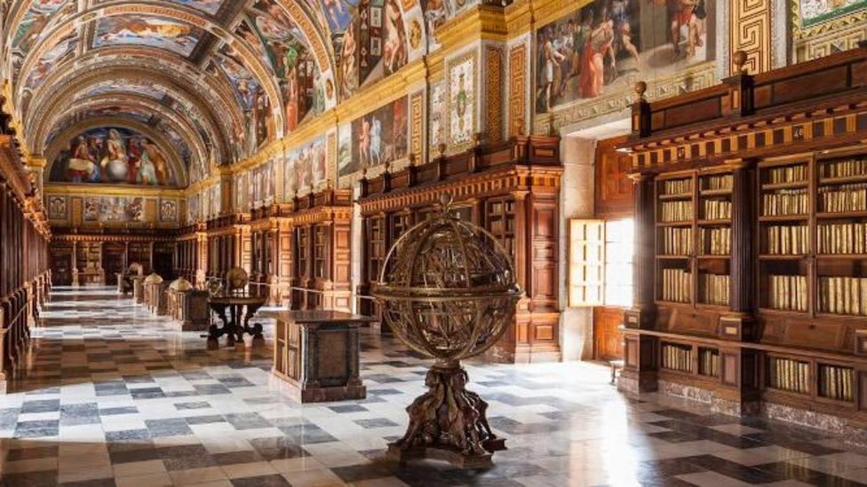Esfera Armilar y Biblioteca del Monasterio /Patrimonio Nacional