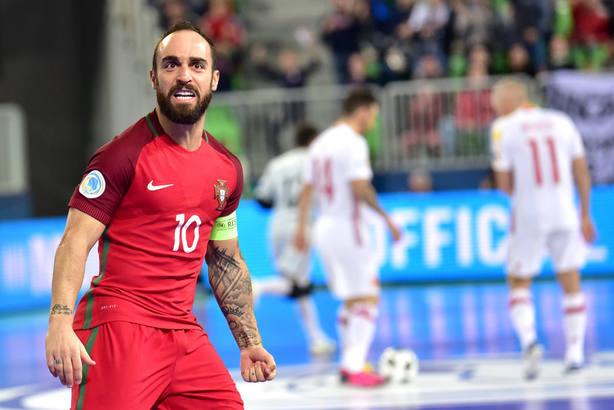 Ricardinho, tras marcar el gol ante España en la final del Europeo de fútbol sala. EFE