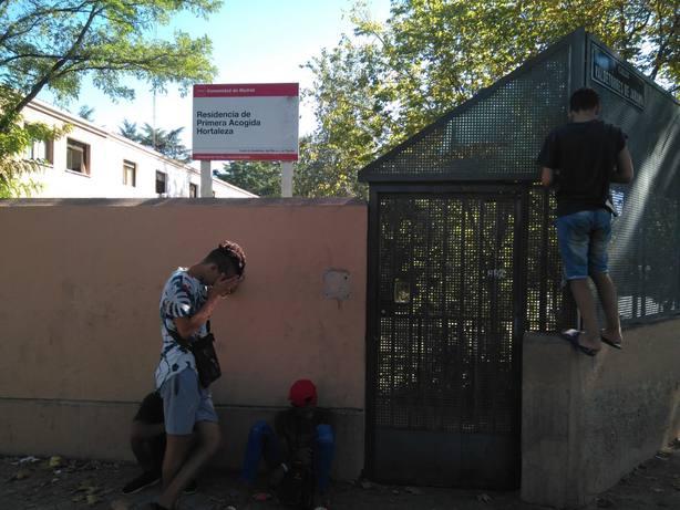 Madrid llevará a los tribunales los cero euros que el Gobierno central le adjudicó para menores migrantes solos