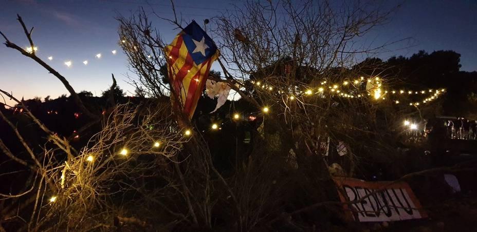 Continúa el corte indefinido de los CDR en lAmpolla (Tarragona) 13 horas después