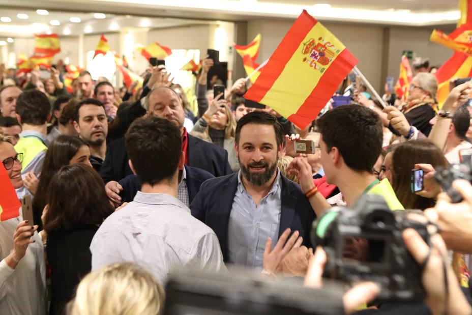 Abascal llama a llenar las calles de Madrid para espantar y echar al okupa de la Moncloa