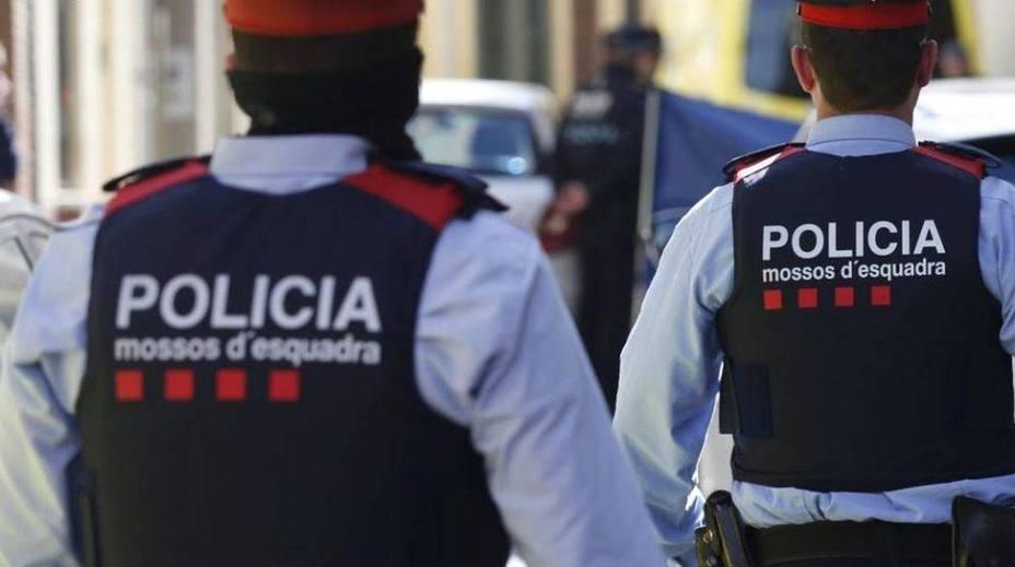"""Un mosso testifica que Cornellá se quedó sin agentes la noche del 1-O por """"cambiar las pilas de la radio"""""""