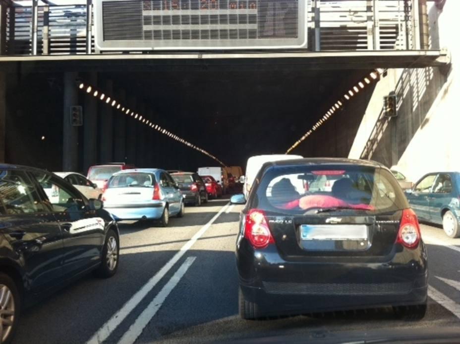 Un 83% de catalanes avala limitar el uso del coche privado en episodios de contaminación