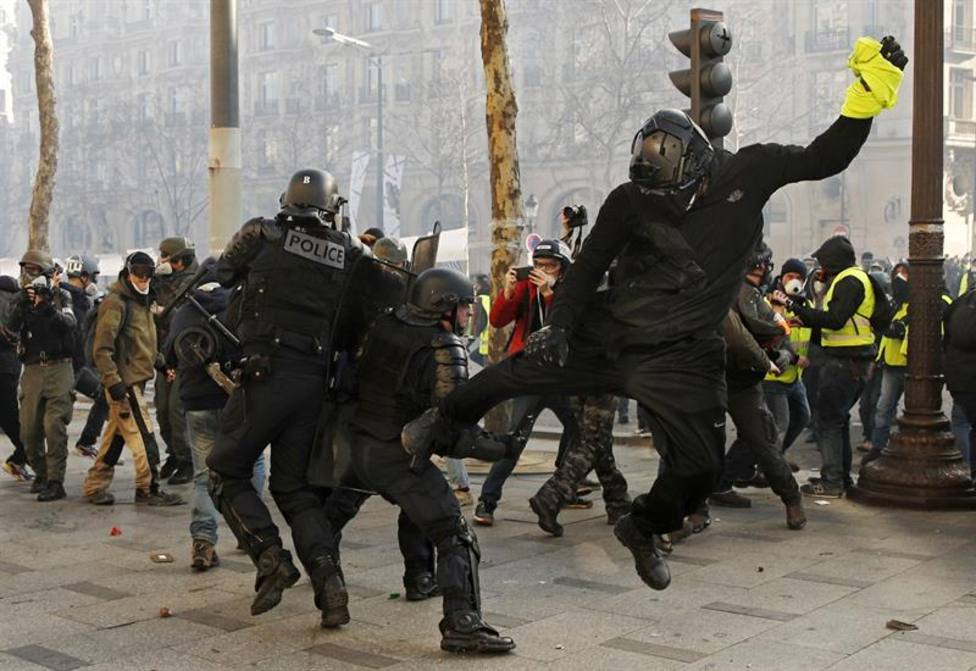 Al menos 192 detenidos durante una nueva jornada de movilizaciones de los chalecos amarillos en París