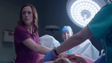 Abby Johnson mira en el monitor el aborto guiado por ultrasonido