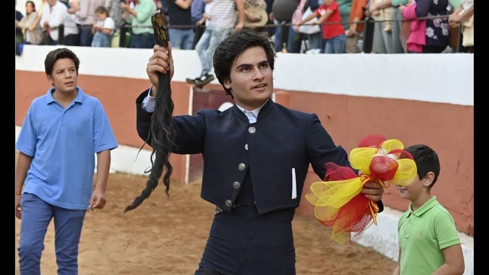 La emoción de Adolfo Suárez Illana tras la ovación a su hijo en su debut como torero