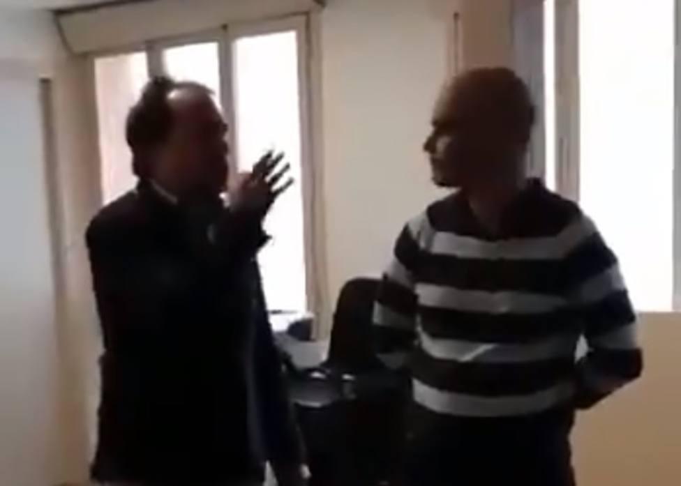 La coacciòn independentista a una médico por negarse a atender en catalán: ¡Se mueren escuchando castellano!