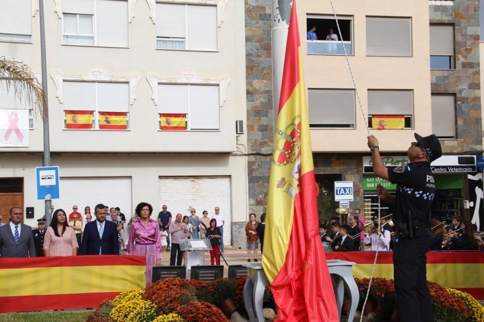 Puerto Lumbreras celebra la Fiesta Nacional de España con el izado de bandera y una misa en honor a la Virgen
