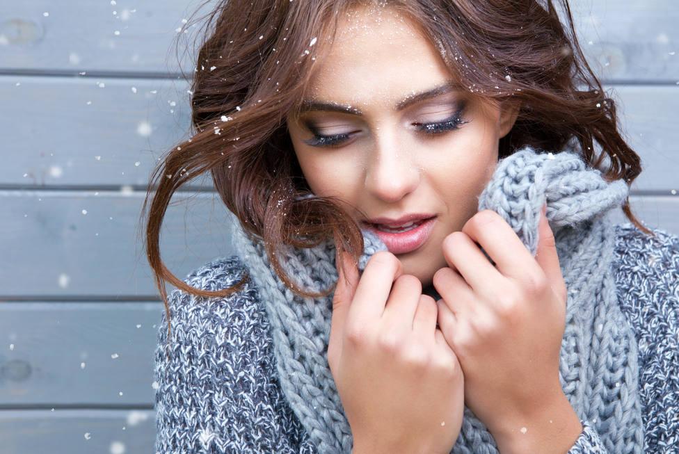 Un truco de maquillaje infalible para borrar el resfriado de tu rostro