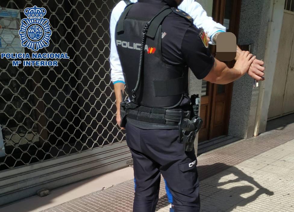 Detenido un joven en Logroño por intentar apuñalar tres veces a otro con un cuchillo de diez centímetros