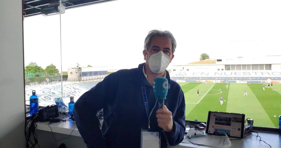 Manolo Lama, en el puesto de comentarista de la Cadena COPE en el Alfredo di Stéfano (@lamacope)