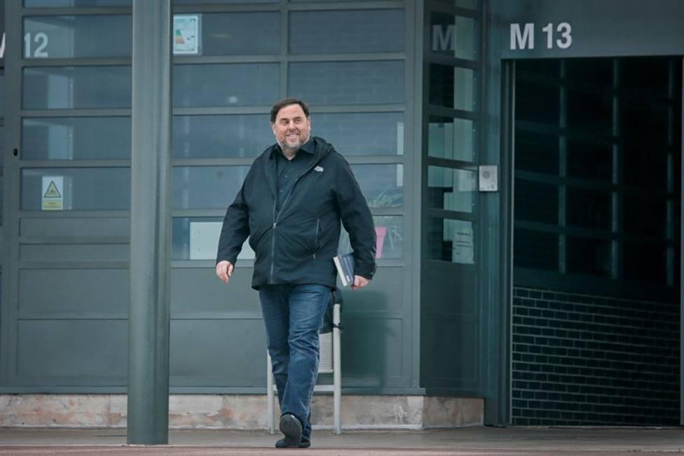El exvicepresidente de la Generalitat Oriol Junqueras, condenado a 13 años de cárcel por sedición, saliendo c