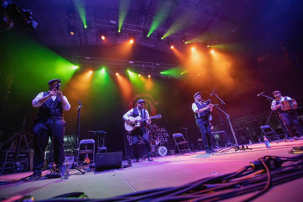 Actuación de Dequenvessendo en ediciones anteriores del Festival Celta de Oritigueira