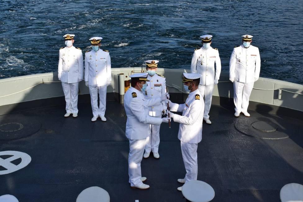 El mando se entrega al capitán de corbeta Luis Miranda García - FOTO: Armada Ferrol