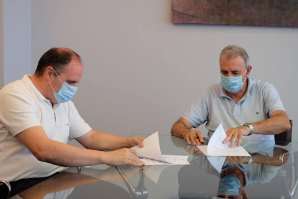 Francisco Tornel y Álvaro Buendía rubrican el acuerdo entre ambas entidades