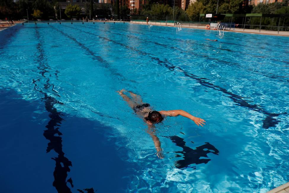 Salvan a un niño que fue succionado durante dos minutos por la depuradora de una piscina en Madrid