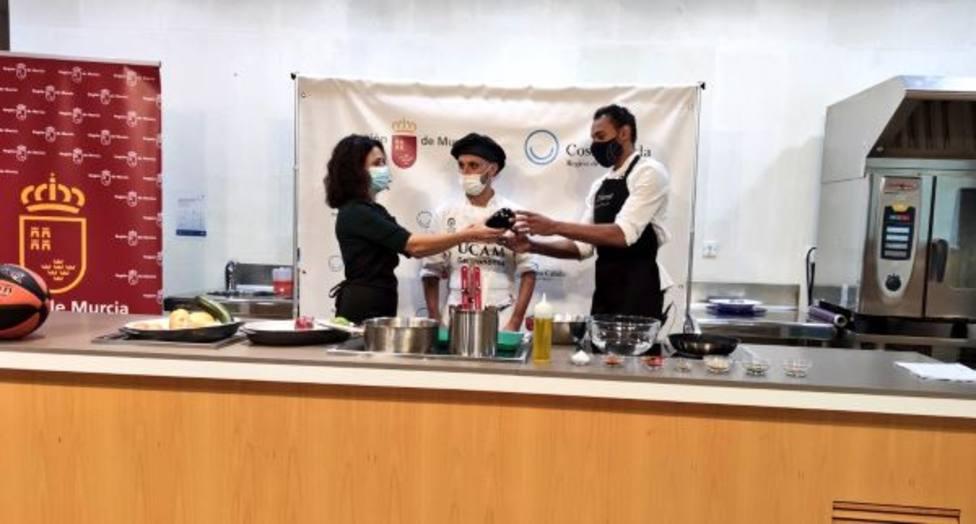 Sadiel Rojas participa en una demostración culinaria en el CCT