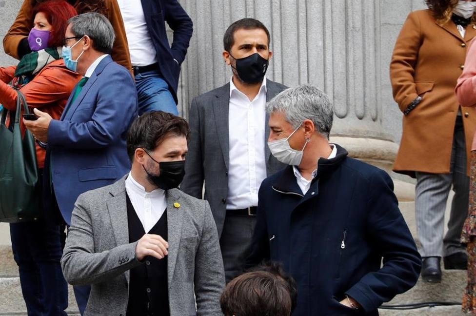 El portavoz de ERC en el Congreso de los Diputados, Gabriel Rufián, y el portavoz de EH Bildu, Oskar Matute