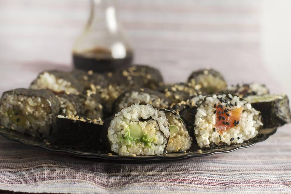 Foto de archivo de un plato de sushi