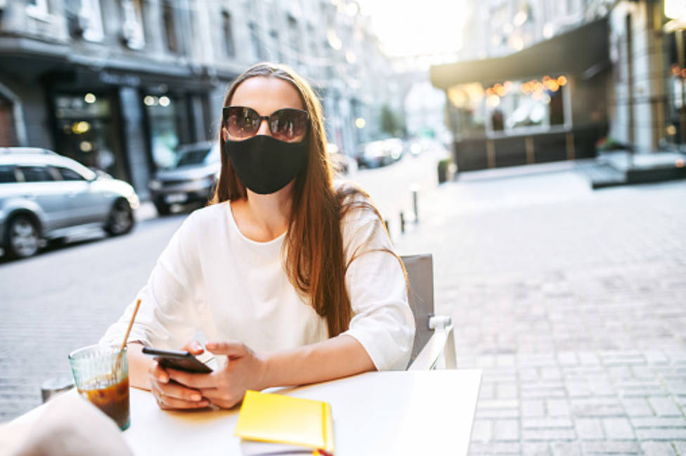 La Policía Local intensificará la vigilancia en veladores para garantizar el uso correcto de la mascarilla