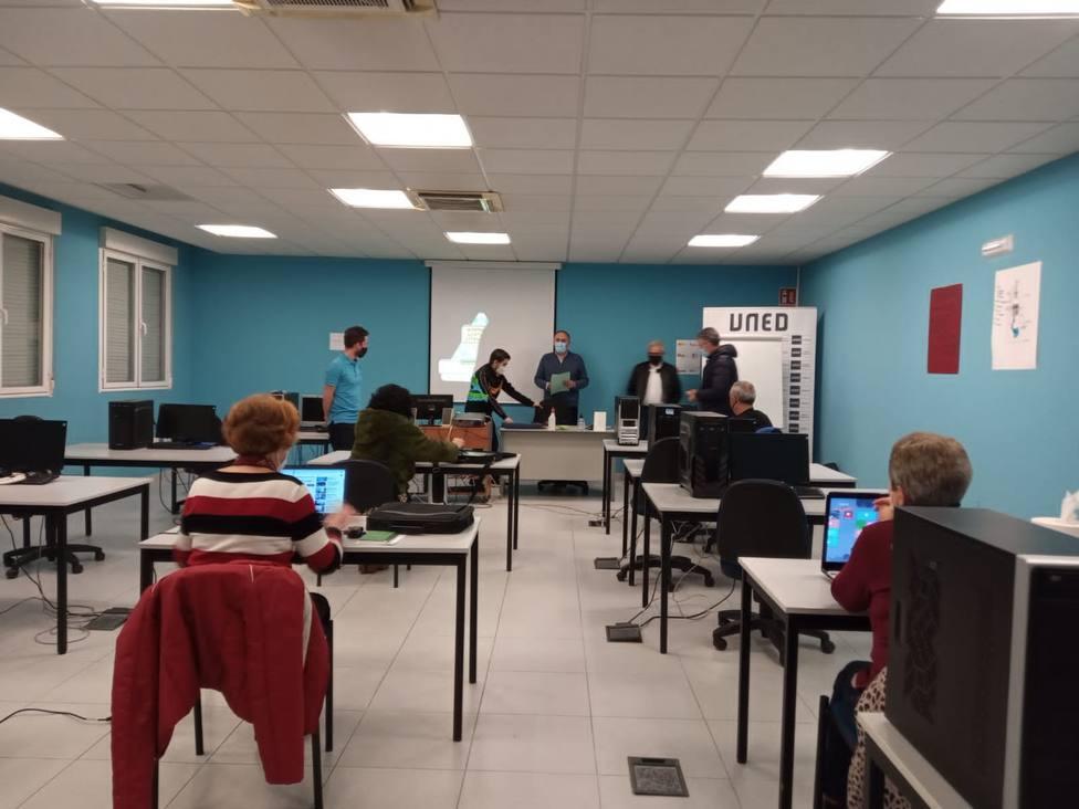 Clausurado El Programa Uned Senior En El Aula De La Uned En Vega De Espinareda Y Ademas Cope