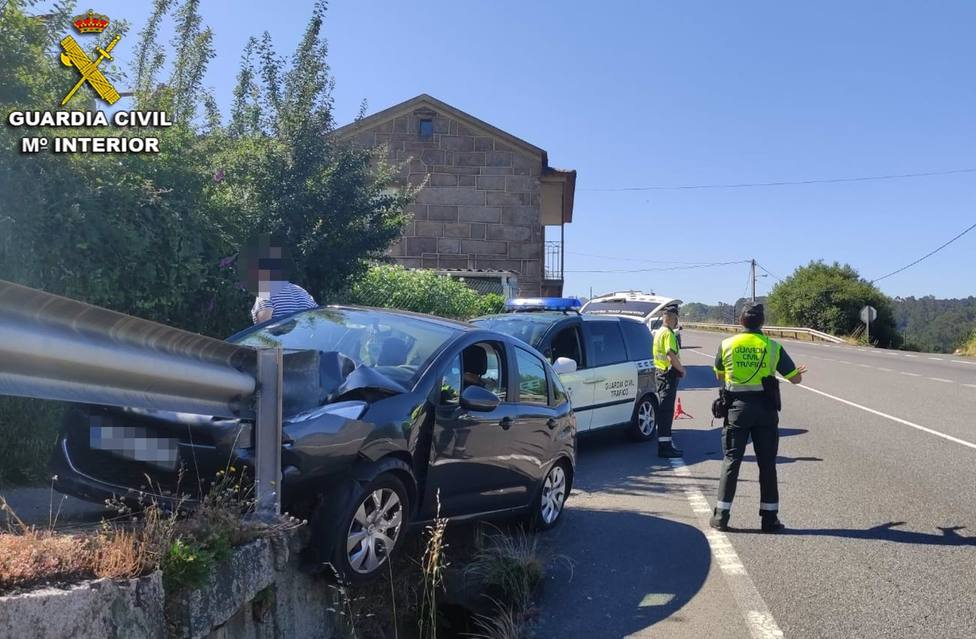 Accidente en Redondela (Pontevedra), donde el conductor implicado quintuplicó la tasa de alcoholemia máxima permitida.