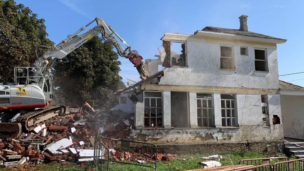 Demolición de la antigua escuela unitaria de Cedofeita