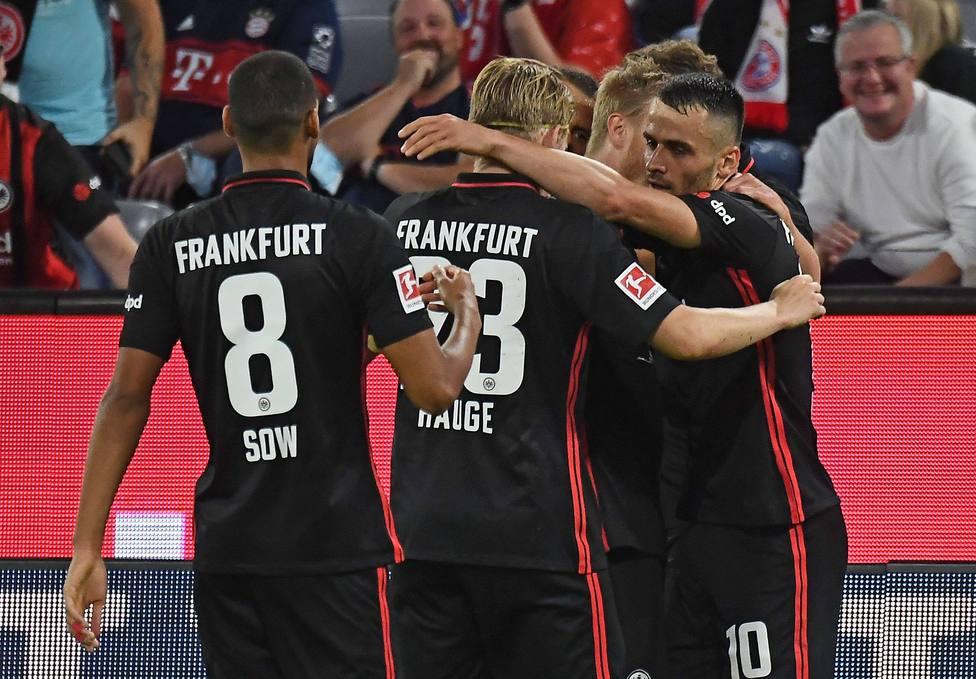 03.10.2021, xjhx, Fussball 1.Bundesliga, FC Bayern Muenchen - Eintracht Frankfurt emspor, v.l. Torjubel nach dem Tor zum