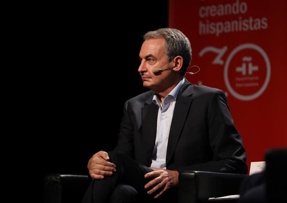 Zapatero asegura que se está trabajando en una solución para Puigdemont tras los indultos