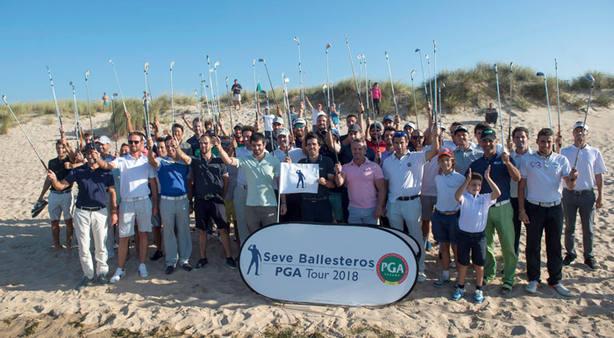 Varios golfistas en el homenaje a Severiano Ballesteros