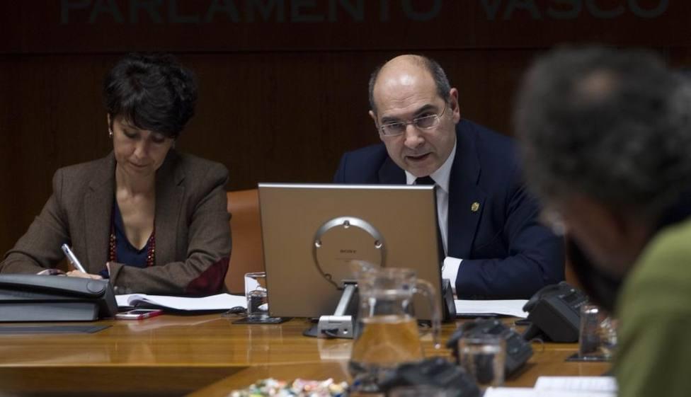 Consejero vasco de Sanidad presenta su dimisión irrevocable tras las iregularidades en las OPE de Osakidetza