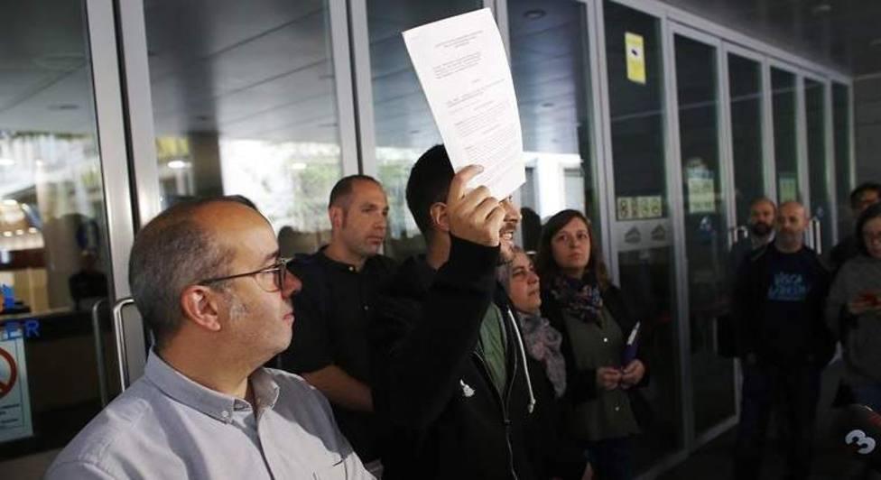 Absueltos los 6 concejales de Badalona que abrieron el Ayuntamiento el 12-O